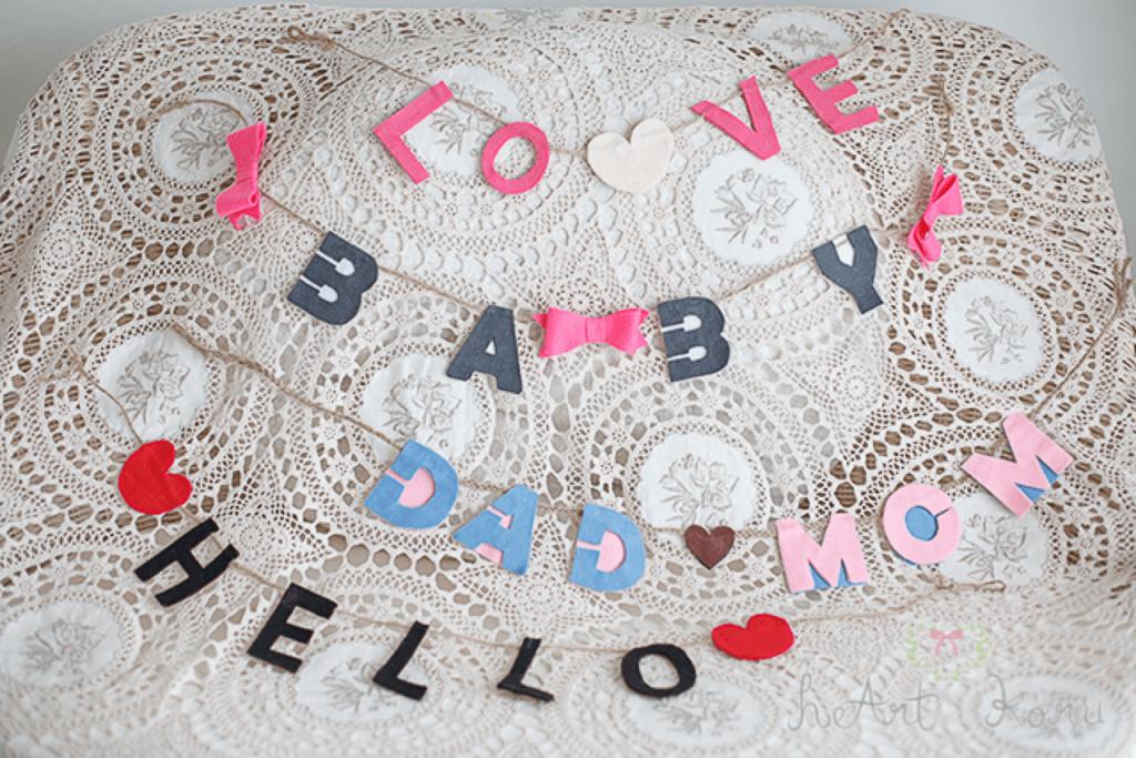 マタニティフォト の小物の画像、上からLOVE、BABY、DAD,MOM、HELLOと書いてあるガーランド。
